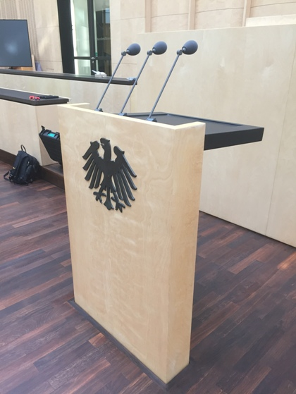 Redepult im Plenarsaal / lectern in Main Hall
