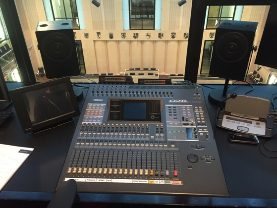 Tonmischpult in Regieraum / audio mixing console in control booth
