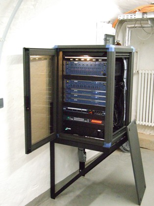 Gerätezentrale der Beschallungsanlage / rack unit for the sound reinforcement system