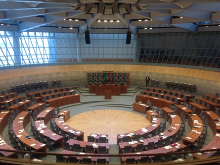 Plenarsaal, von der Tribüne aus / main assembly hall, view from the visitor's gallery