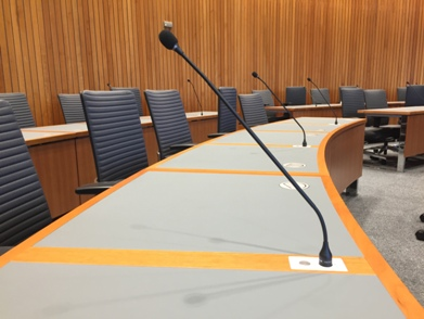 Tischanlage mit Mikrofon im SPD-Fraktionssaal / desk system with conference microphone in conference room for the SPD party