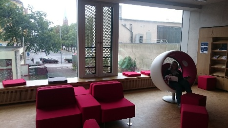 Fotografie, Lese-Lounge in der Jugend-Bibliothek / Photography, Lounge at youth library