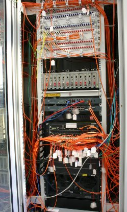 Netzwerk-Rack in Bau / network rack in construction