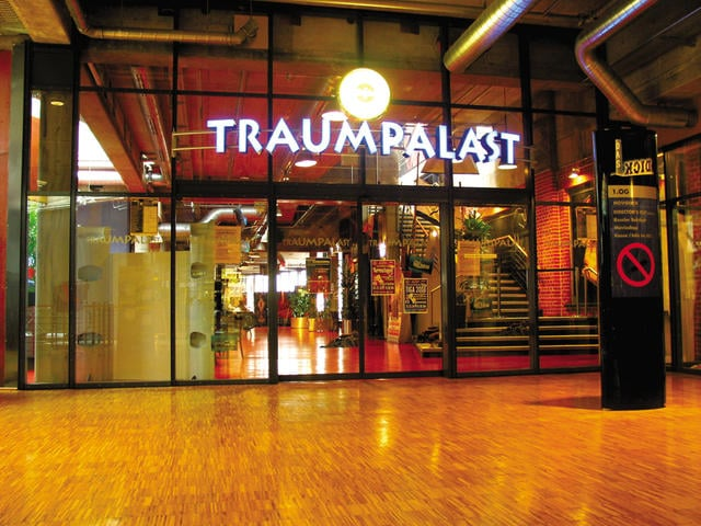 Eingang vom Traumpalast / entrance to the traumpalast