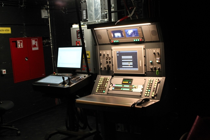 Inspizientenpult / stage manager desk